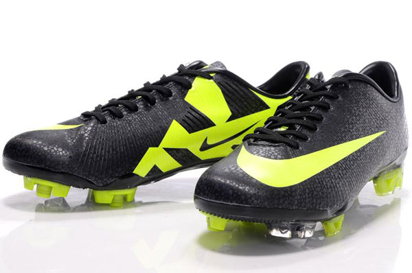 The right choice of the indoor soccer shoes